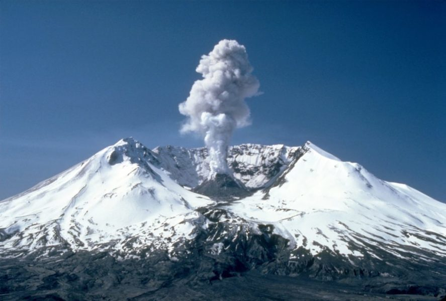 MSH82_st_helens_plume_from_harrys_ridge_05 19 82